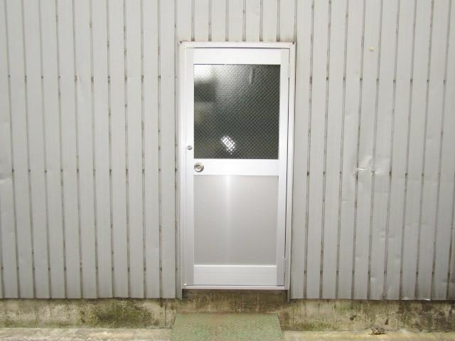 愛知県名古屋市中村区 倉庫扉クリエラガラスドア取替工事 カバー工法